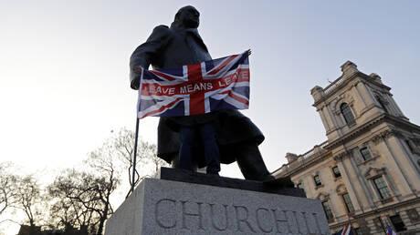 Brexit: Διαδηλώσεις, πάρτι και… προσευχές για επιφοίτηση στο Λονδίνο μετά το τρίτο «όχι» (pics)