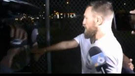 McGregor: Συνελήφθη επειδή έσπασε και πήρε το κινητό φαν του που ήθελε μια φωτογραφία! (vid)