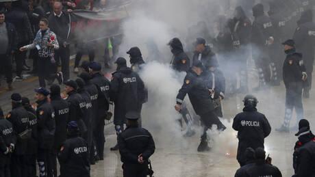 Επεισόδια στα Τίρανα: Διαδηλωτές επιχείρησαν να εισβάλλουν στο κτήριο της κυβέρνησης (pics&vid)
