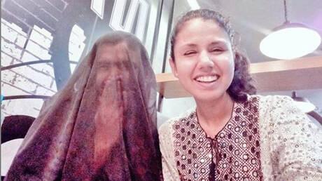 Πακιστάν: Φόρεσε μπούρκα στον άντρα της και προκάλεσε «θύελλα» αντιδράσεων (pics&vid)