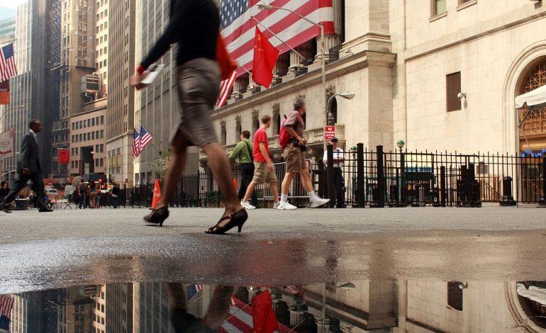 Οριακές απώλειες για Dow και Nasdaq, αμετάβλητος ο S&P 500