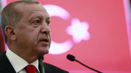 «Τριγμοί» στην τουρκική οικονομία: Υπό απειλή τράπεζες, αποθεματικά & προϋπολογισμός