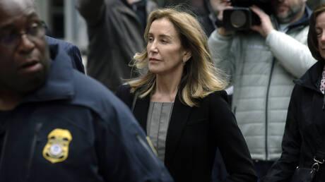 Η «Νοικοκυρά σε Απόγνωση» Φελίσιτι Χάφμαν δήλωσε ένοχη για το σκάνδαλο με τα πανεπιστήμια