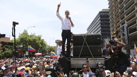 Καζάνι που βράζει η Βενεζουέλα: Ξανά στους δρόμους οι υποστηρικτές του Γκουαϊδό (pics&vid)