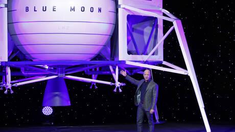 Ο Τζεφ Μπέζος «κοντράρει» τον Ίλον Μασκ και ετοιμάζεται να στείλει ανθρώπους στη Σελήνη (pics)