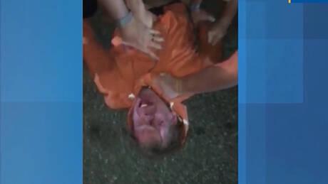 Τον πνίγουν και τον χτυπούν: Αντιδράσεις στις ΗΠΑ για το νέο περιστατικό αστυνομικής αυθαιρεσίας