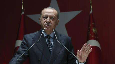Τουρκία: Ο Ερντογάν αντλεί 40 δισ. λίρες από τα τραπεζικά αποθέματα λόγω ελλείμματος