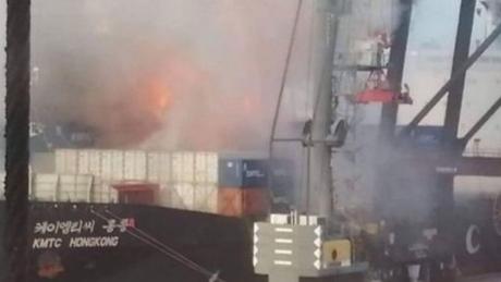 Φωτιά σε φορτίο πλοίου στην Ταϊλάνδη – Στο νοσοκομείο 130 άτομα (vid)