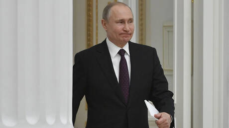 O Πούτιν υπέγραψε νόμο για χορήγηση ρωσικών διαβατηρίων σε Ουκρανούς