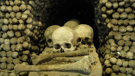 «Η εκκλησία των Οστών»: 40.000 ανθρώπινοι σκελετοί συνθέτουν έναν αλλιώτικο ναό (pics&vid)