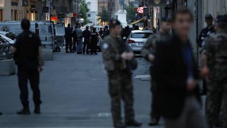 Γαλλία: Άνδρας απειλούσε με μαχαίρι περίπολο σε στρατιωτικό νοσοκομείο – Τον πυροβόλησε στρατιωτικός