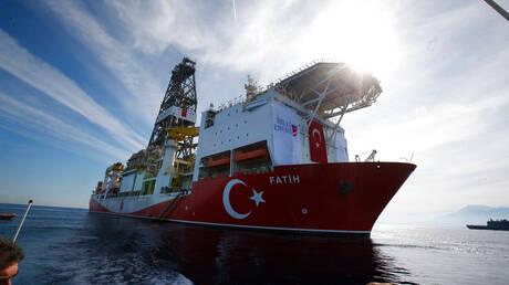 Κύπρος: «Διψήφιος ο αριθμός» ενταλμάτων σύλληψης για τα μέλη του τουρκικού γεωτρύπανου