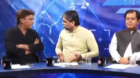 Πακιστάν: Άγριος καυγάς δημοσιογράφου – πολιτικού on air