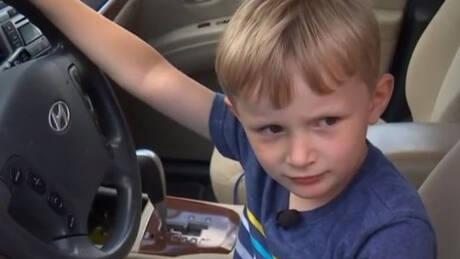 Τετράχρονος πήρε το αυτοκίνητο του παππού του και πήγε να πάρει σοκολάτες (vid)