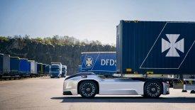 Το φορτηγό χωρίς οδηγό της Volvo αναλαμβάνει δράση (vid)
