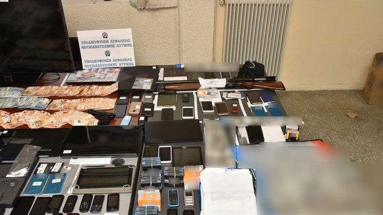 Απάτες, πλαστογραφίες κλοπές και εκβιασμοί.
