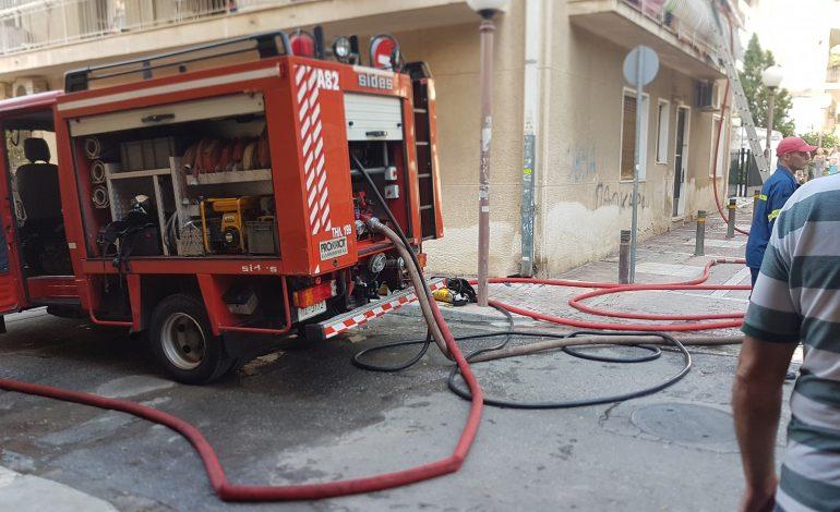 Εθελοντές πυροσβέστες απεγκλώβισαν παιδί στην Ηλιούπολη