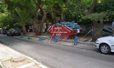 Κάδος καταλαμβάνει παράνομα, πεζοδρόμιο στην Ανδριανού.