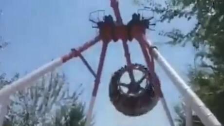 Bίντεο – σοκ από δυστύχημα σε λούνα παρκ: Κόπηκε στα δύο και καρφώθηκε στο έδαφος (vid)