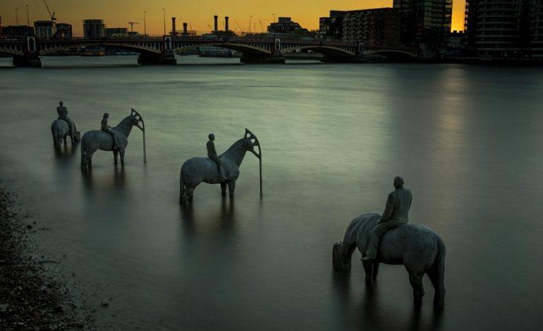 Τα εντυπωσιακά αγάλματα που είναι ορατά μόνο δυο ώρες την ημέρα