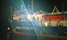 Ιταλία: Το Sea Watch αψήφησε την απαγόρευση των Αρχών και ελλιμενίστηκε στη Λαμπεντούζα