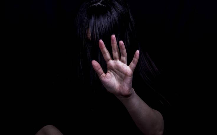 Κρατούσε φυλακισμένη πρόσφυγα και τη βίαζε