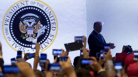 Αστοχία ή φάρσα: Δικέφαλος αετός και… μπαστούνια του γκολφ στην προεδρική σφραγίδα Τραμπ