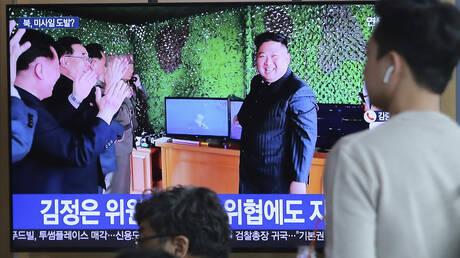 Βόρεια Κορέα: Ο Κιμ επιθεώρησε τη δοκιμή ενός «νέου τακτικού κατευθυνόμενου όπλου»