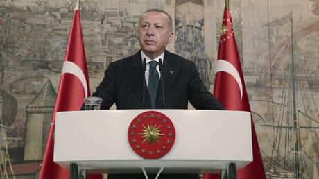 Στα «σχοινιά» ο Ερντογάν: Εν αναμονή αμερικανικής αντίδρασης μετά τις ευρωπαϊκές κυρώσεις