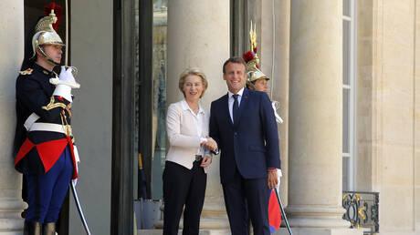 Στη Γαλλία η νέα πρόεδρος της Κομισιόν: Θερμή υποδοχή από τον Μακρόν (pics)