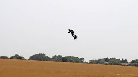 Φράνκι Ζαπάτα: Ο «ιπτάμενος άνθρωπος» απέτυχε να διασχίσει τη Μάγχη με «Flyboard» (pics&vid)