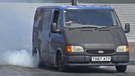 Φωτιά στις πίστες dragster βάζει ένα Ford Transit! (vid)