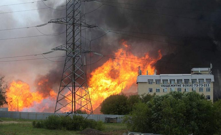 Ενας νεκρός και 13 τραυματίες από τη μεγάλη φωτιά σε θερμοηλεκτρικό σταθμό στη Μόσχα