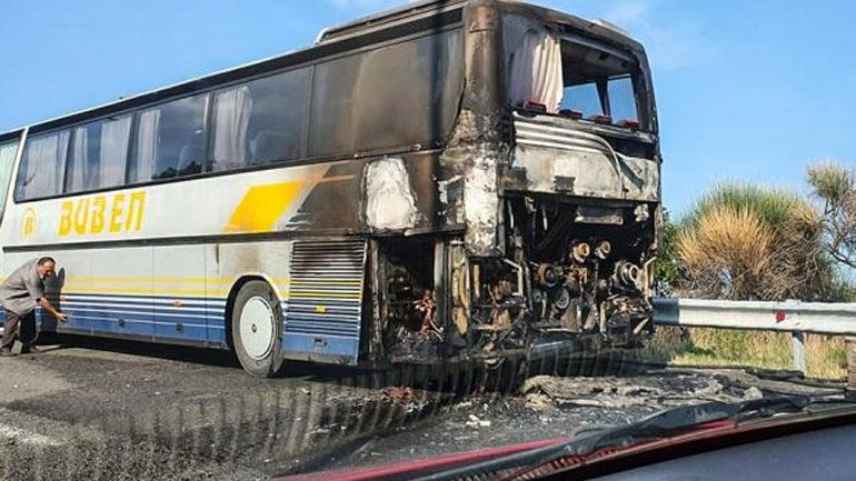 Καβάλα: Τουριστικό λεωφορείο τυλίχτηκε στις φλόγες