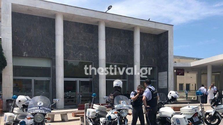 Ανήλικος από την Αλγερία πήδηξε από παράθυρο του ΑΧΕΠΑ – Τραυματίστηκε ο αστυνομικός που πήγε να τον σταματήσει