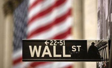 """Κέρδη στην Wall Street μετά το """"σήμα"""" της Fed για μείωση των επιτοκίων"""