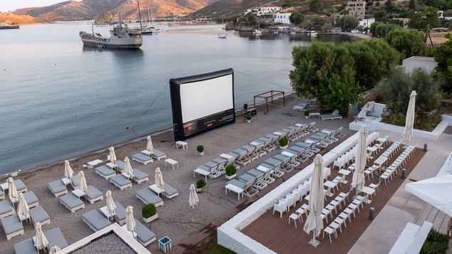 Στο πιο ωραίο θερινό σινεμά του Αιγαίου μεταμορφώθηκε ένα ξενοδοχείο στην Πάτμο