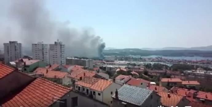 Κροατία: Μεγάλη φωτιά απειλούσε σπίτια στην πόλη Σίμπενικ
