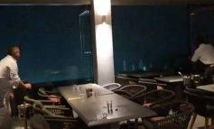 Χαλκιδική: Στιγμές πανικού σε εστιατόριο, κρατάνε τη βαριά τζαμαρία για να μην την πάρει ο άνεμος