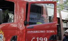 Τροχαίο στην Παραλιακή: Επιχείρηση απεγκλώβισης 2 ατόμων από αυτοκίνητο