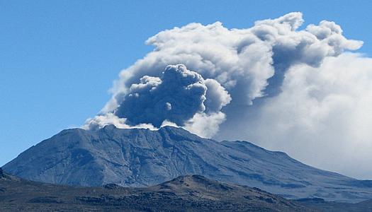 Περού: Εκρήξεις στο ηφαίστειο Ουμπίνας