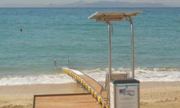 Θάλασσα για όλους μέσα από ειδική υποδομή για άτομα με κινητική αναπηρία