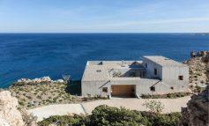 «Patio House»: Μία εξοχική βίλα στην Κάρπαθο με εντυπωσιακή θέα στο Αιγαίο