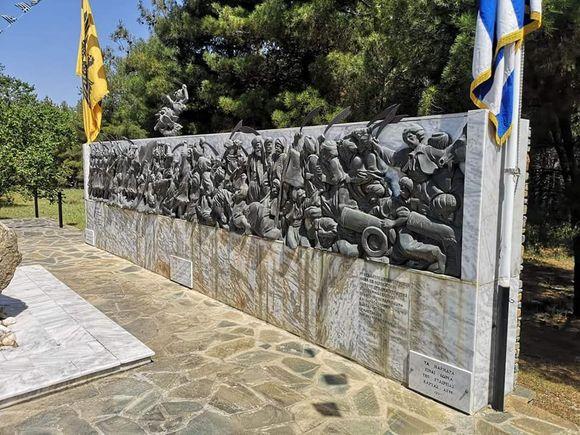 Έκλεψαν την μπρούτζινη αναπαράσταση της Μάχης των Βασιλικών από το μνημείο του καπετάν Χάψα