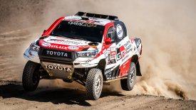 To Toyota Hilux ζήλεψε τη δόξα του εκρηκτικού Ford Ranger Raptor!