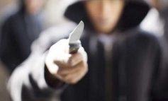 Ληστεία με φαλτσέτα στην Αταλάντη - Μαχαιρώθηκε υπάλληλος, ανθρωποκυνηγητό για τον δράστη