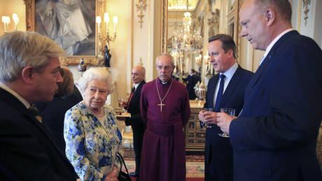 Δυσαρέσκεια στο Μπάκιγχαμ από τα σχόλια του Κάμερον για τη βασίλισσα