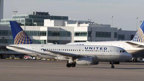 Εκτροπή πτήσης λόγω… εγκλωβισμού επιβάτη στην τουαλέτα