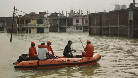 Ινδία: Συνεχίζονται οι μουσώνες – Ανέβηκε η στάθμη στον Γάγγη (pics)