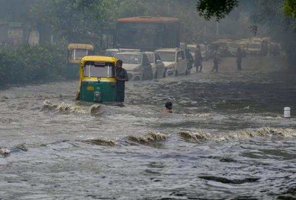 Ινδία : Τουλάχιστον 120 νεκροί από τις σφοδρές βροχοπτώσεις
